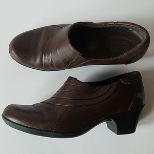 Clarks bendables leather brown slip on ankle boots